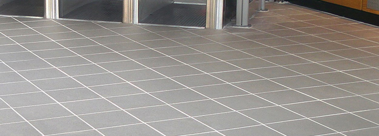 GRITSTONE AGGREGATE DARK GREY 300mm at Harlow Town Station